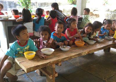 Essen für mittellose Kinder